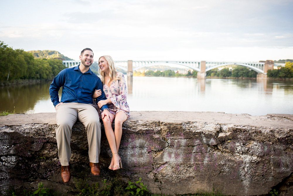 Washington's Landing Engagement Pictures-15.jpg