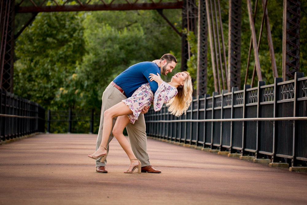 Washington's Landing Engagement Pictures-30.jpg