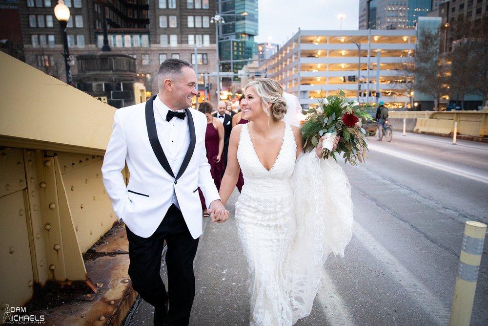 Pittsburgh Clemente Bridge Winter Wedding Pictures_2927.jpg