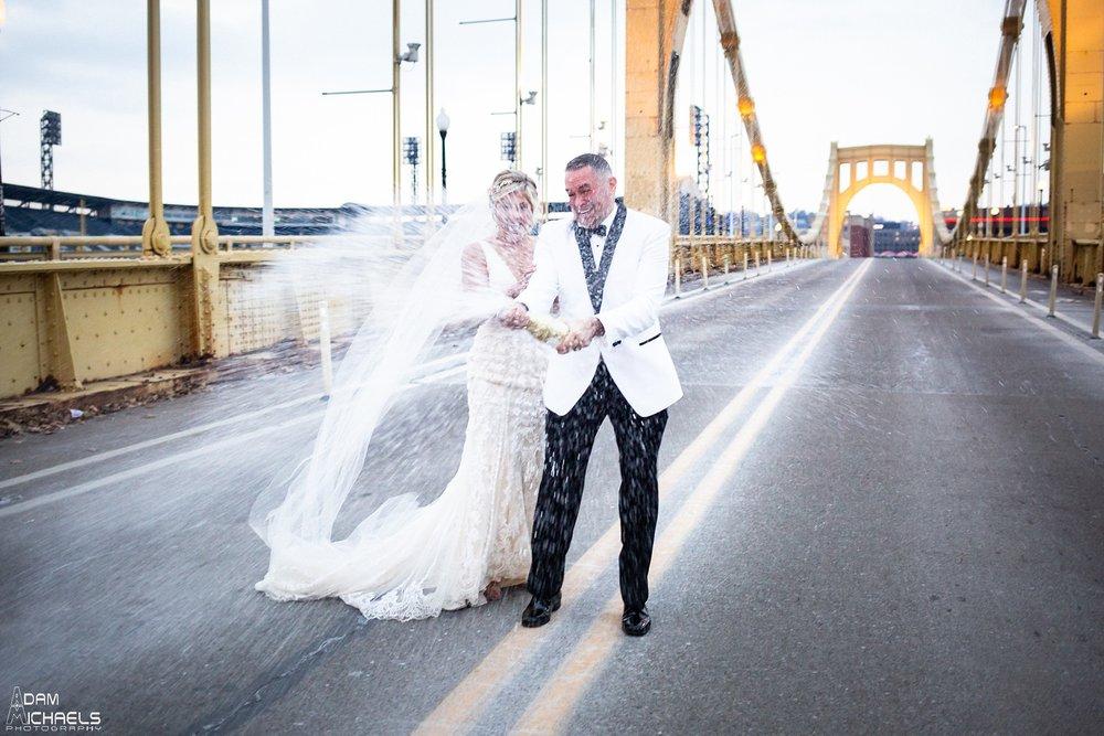 Pittsburgh Clemente Bridge Winter Wedding Pictures_2930.jpg