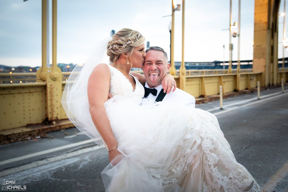 Pittsburgh Clemente Bridge Winter Wedding Pictures_2933.jpg