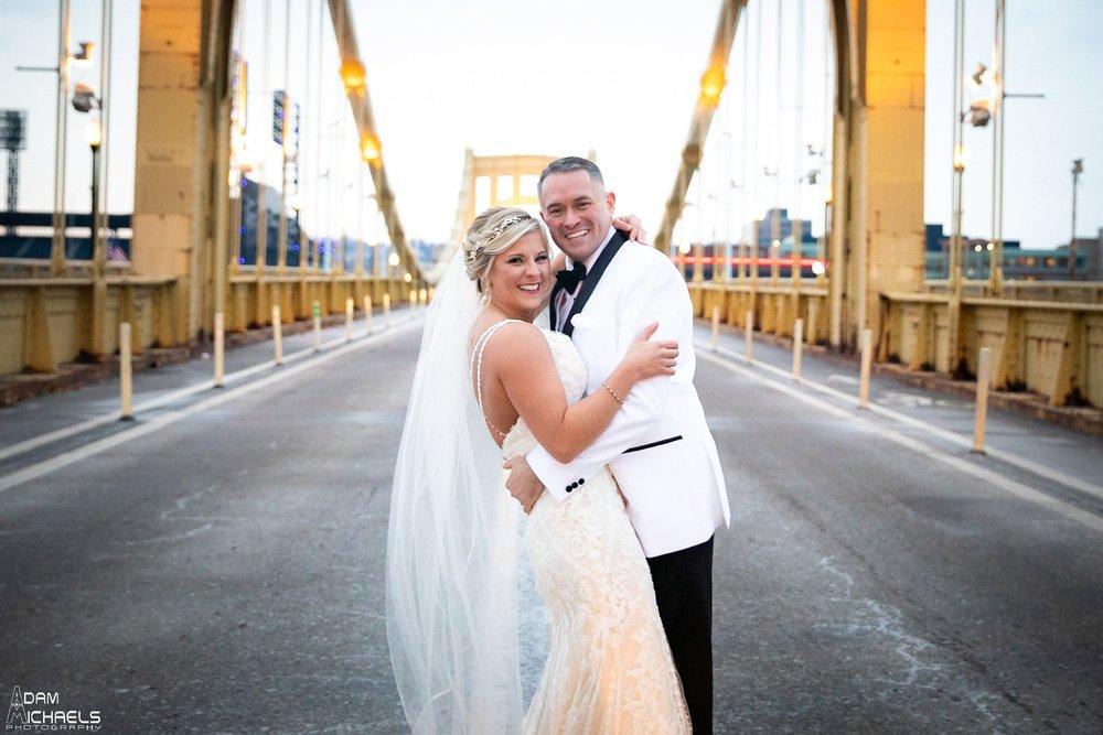 Pittsburgh Clemente Bridge Winter Wedding Pictures_2935.jpg