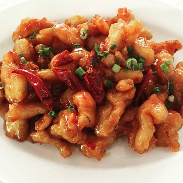 We now offer General Tso's chicken.  A classic entree worth trying.  #yummychinesefood