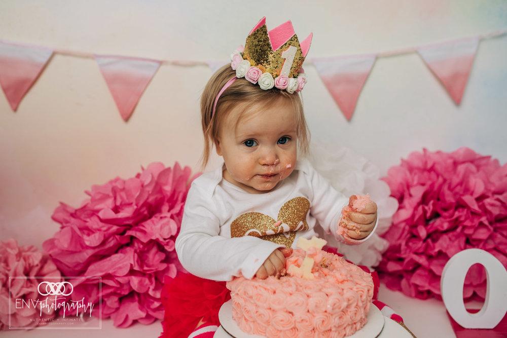 Mount Vernon Ohio Columbus Ohio First Birthday Smash Cake family photographer (23).jpg