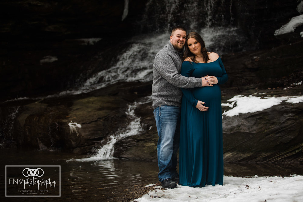 Columbus Ohio Mount Vernon Ohio Winter Waterfall Maternity Photography (10).jpg