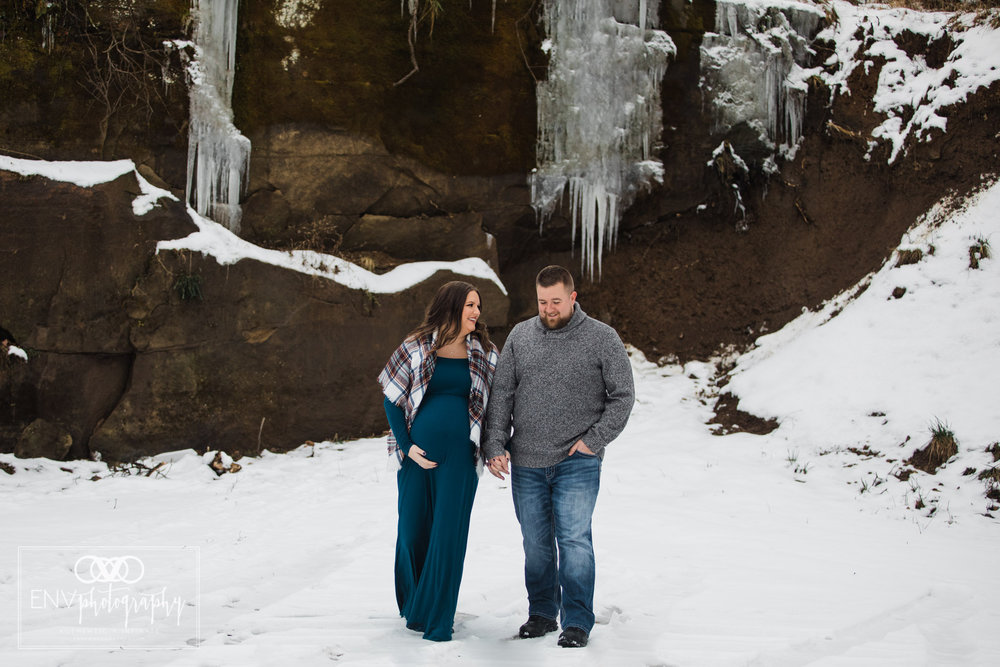Columbus Ohio Mount Vernon Ohio Winter Waterfall Maternity Photography (13).jpg