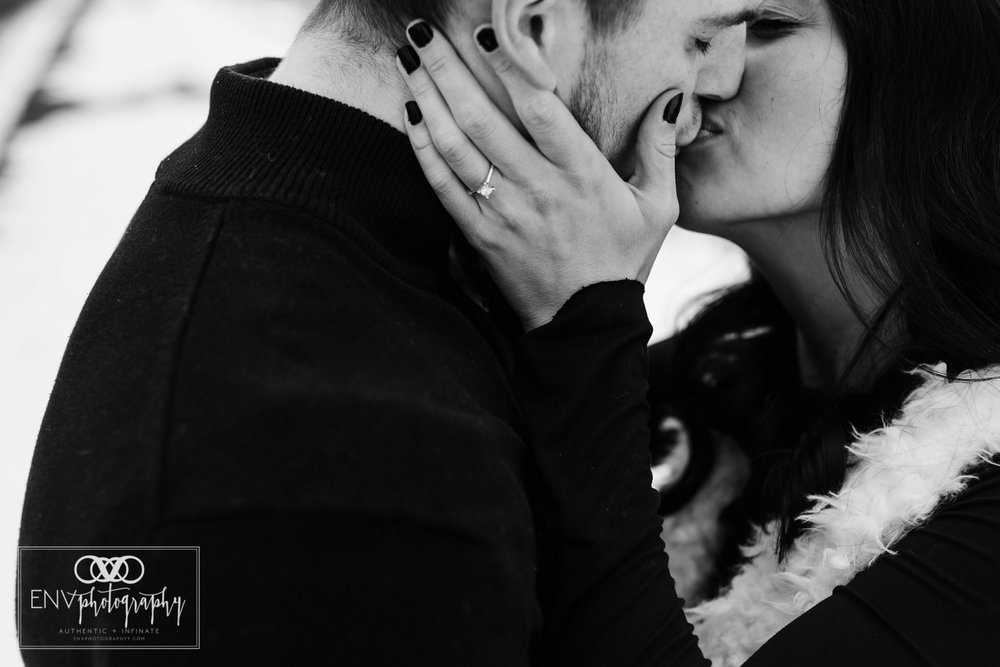columbus ohio mount vernon ohio winter snowy family engagement photography (6).jpg