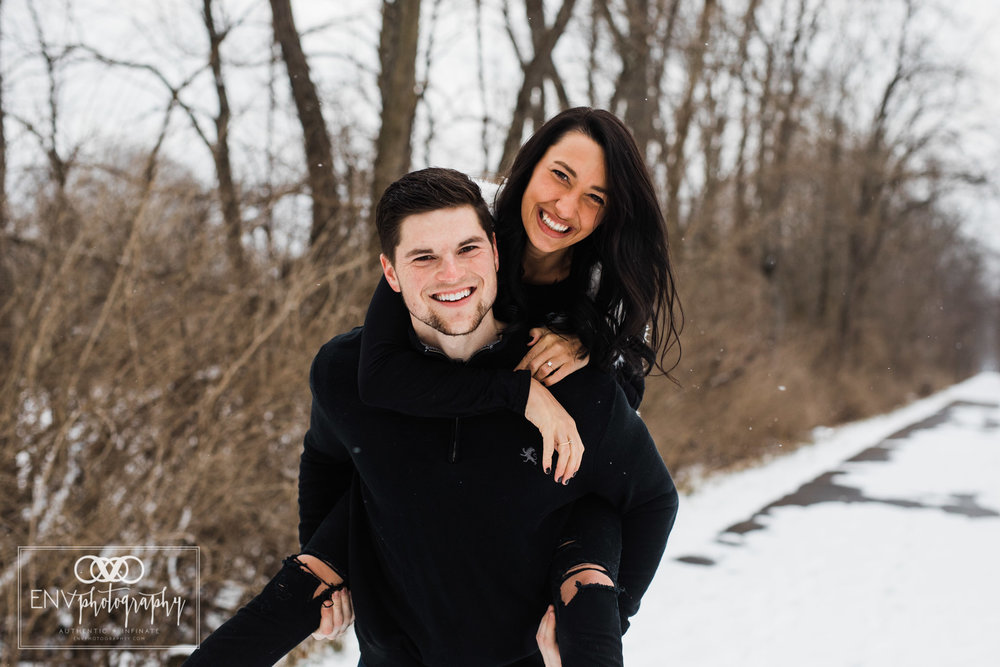 columbus ohio mount vernon ohio winter snowy family engagement photography (2).jpg
