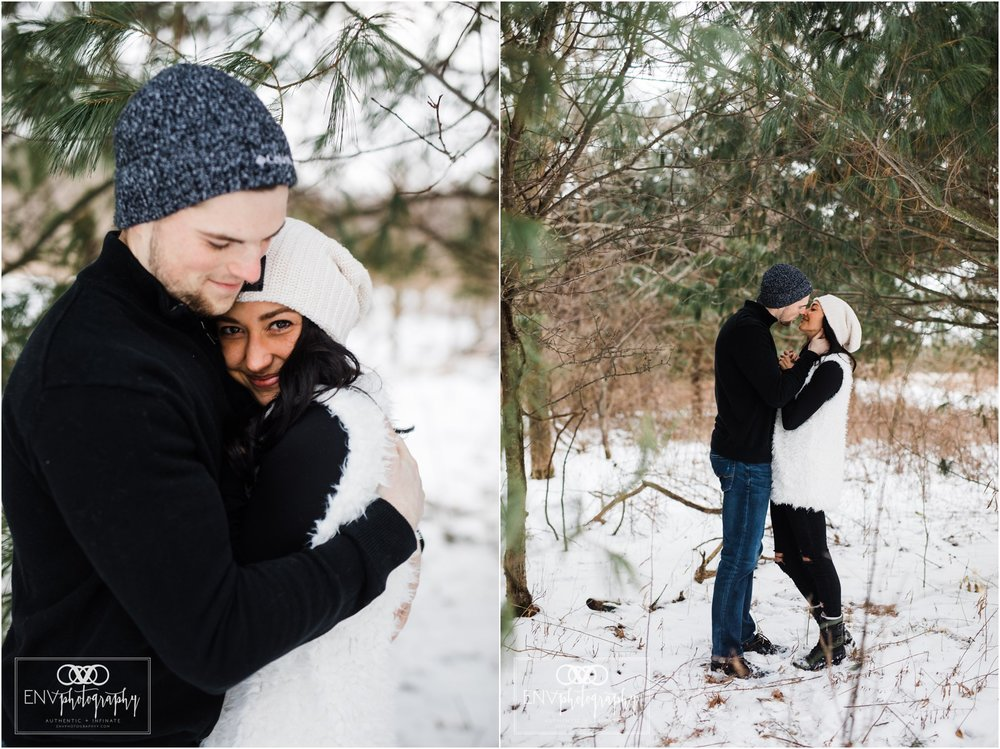 columbus ohio mount vernon ohio winter snowy family engagement photography (18).jpg