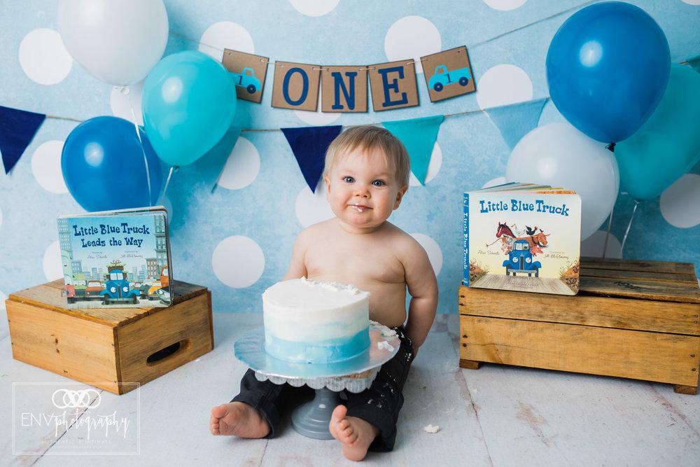 columbus ohio mount vernon ohio family photographer little blue truck cake smash (8).jpg