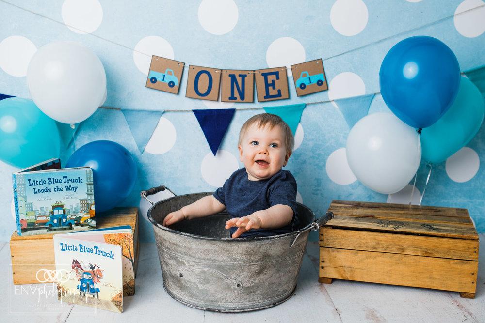 columbus ohio mount vernon ohio family photographer little blue truck cake smash (7).jpg