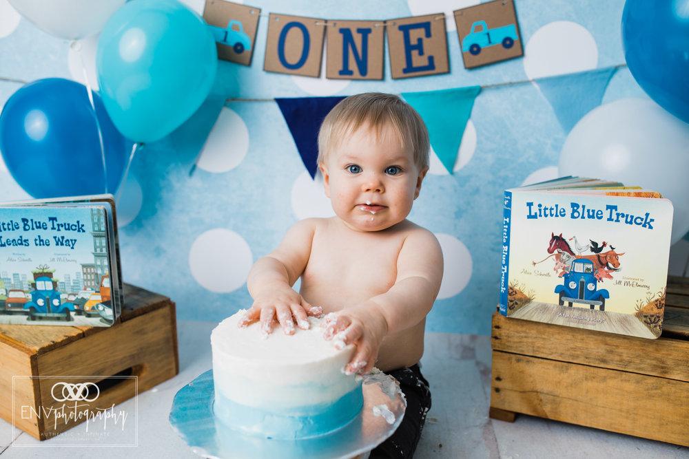 columbus ohio mount vernon ohio family photographer little blue truck cake smash (9).jpg