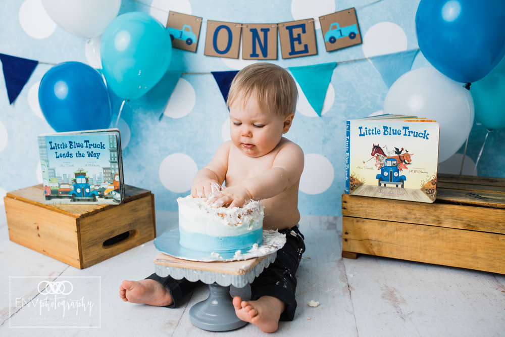 columbus ohio mount vernon ohio family photographer little blue truck cake smash (10).jpg