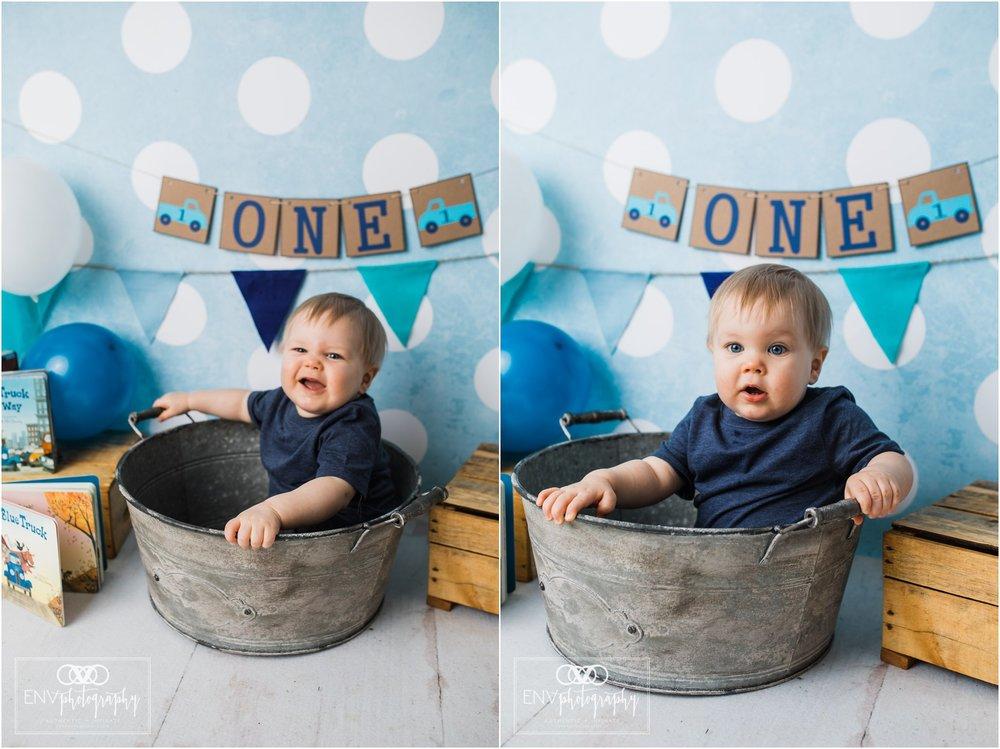 columbus ohio mount vernon ohio family photographer little blue truck cake smash (1).jpg