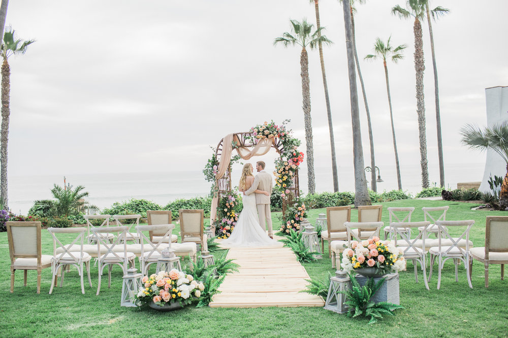 Bride and Groom exchange vows at Ole Hanson Beach Club wedding in San Clemente, Ca with wedding photographer Lovisa Photo.