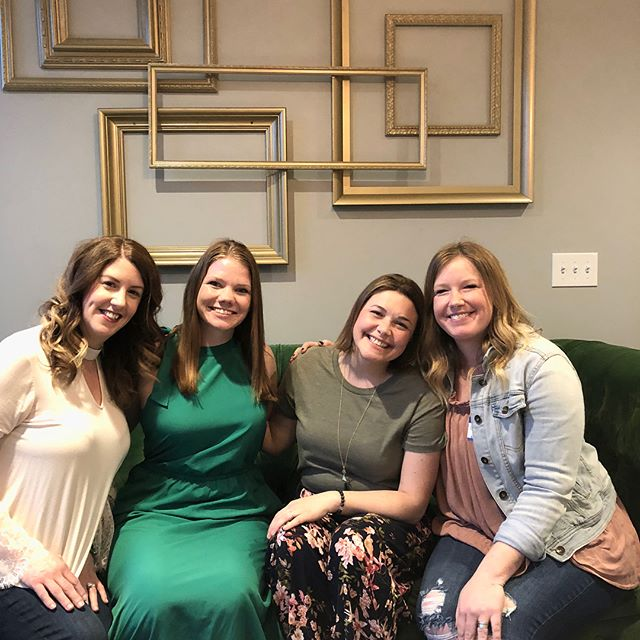 I had a blast chatting social media with local business owners from all over Columbus @haven.collective on Thursday evening with Nikki, Elizabeth, and Georgia!  I loved meeting so many new people and seeing some familiar faces. I've learned so much over the years and sharing that knowledge with others is so fun for me.  I'm excited about the new line of classes I'm launching and how this information can help so many people. You can follow @eryngilson for more of that info!  Back to all things @614.mom over here! 😍💜
