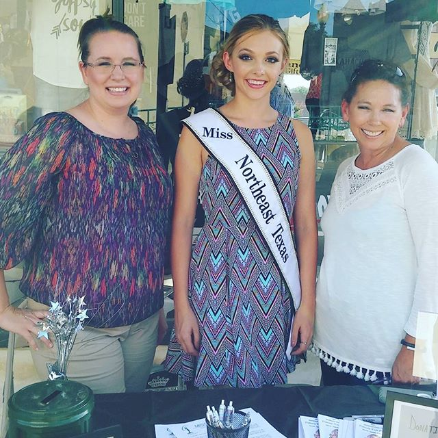 Ladies Night Out!!! We are excited to meet Miss Northeast Texas, Delaney Late Johnson at Plain Jane & Co.  #ladiesnightout #waxdntwn #waxahachiephoto #waxahachietx #missnortheasttexas
