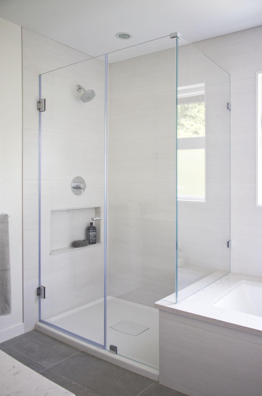 Walk in shower and undermount tub.jpg