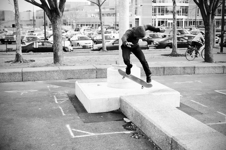 dillon-kickflip-backside-noseblunt.jpg