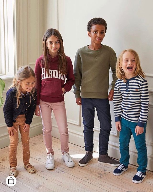 Och så dyker han upp på HM-sajten igen, min glada unge. ❤️ . Willem in the latest campaign for @hm_kids  ________________ #willemförhm #miini #miinistockholm #sugarkids #sugar_kids #campaign #photoshoot #fallfashion #inspirationforflickor #inspirationforpojkar #kidmodel #happykid #ig_kidsphoto