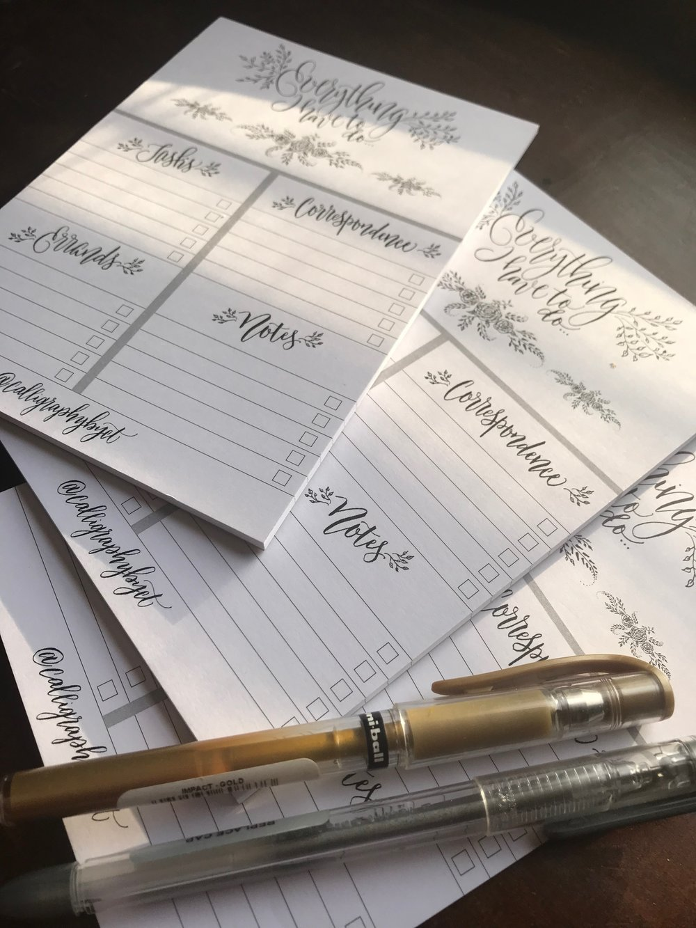 I decided to mix some of the offhand flourishing techniques I learned in  Heather Held's  class with some bouncing baseline modern scripts as a bag stuffer for an event. Thought I'd sell the overrun. Super cute, I keep one in my purse! Perfect for a small biz pro or busy bride on the go!
