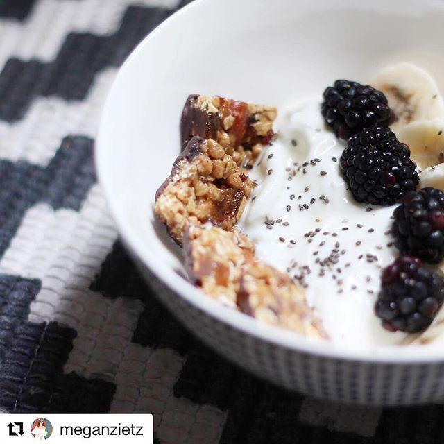 A bowl full of goodness. And chia seeds. And yogurt. And extra fruit. And...that's all. #TryALittleGoodness 📷 @meganzietz . . . #almonds #darkchocolate #bitesize #goodnessknows #blackberries #bananas #chiaseeds #yogurt #yogurtbowl #yum