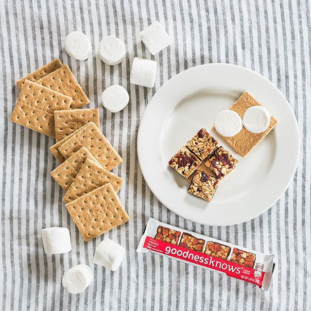 Even with four goodnessknows squares, you'll sometimes want s'more. #seewhatwedidthere #NationalSmoresDay #TryALittleGoodness . . . #marshmallows #smores #darkchocolate #dessert #goodness #latenightsnack