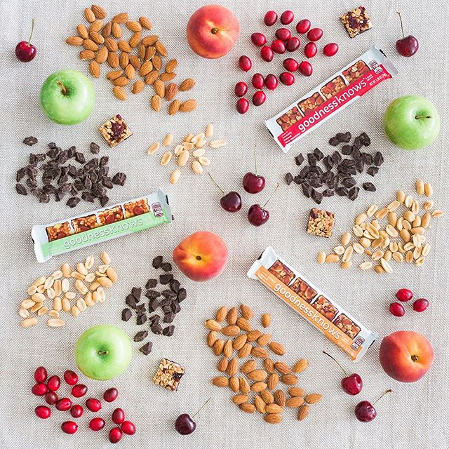 A picture is worth a thousand words. Or in this case, about 136 bites. #wedidthemath #TryALittleGoodness #tryalotofgoodness . . . #foodart #summercolors #fruit #nuts #darkchocolate #delicious #snacking #goodforyou #apples #peaches #cherries #cranberries #almonds #artyoucaneat