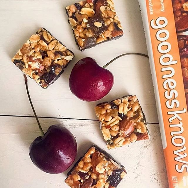 Bite-sized snacks, with some cherries on top🍒. Well, technically they're inside the snack, but you get the idea. #TryALittleGoodness 📷 @dessertswithbenefits . . . #peaches #cherries #almonds #darkchocolate #snacking #bitesize #goodnessknows #snacktime #happyfriday