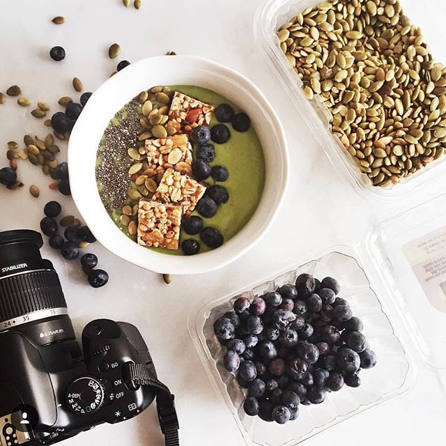 How much is too much goodness in one bowl? The limit does not exist. #extrafruit #extranuts #extragood #pictureperfect #TryALittleGoodness 📷 @miss.allieskitchen . . . #realfruit #wholenuts #darkchocolate #blueberries #chiaseeds #pumpkinseeds #goodness #smoothiebowl #snacks #snacking #foodart #yum #goodnessknows