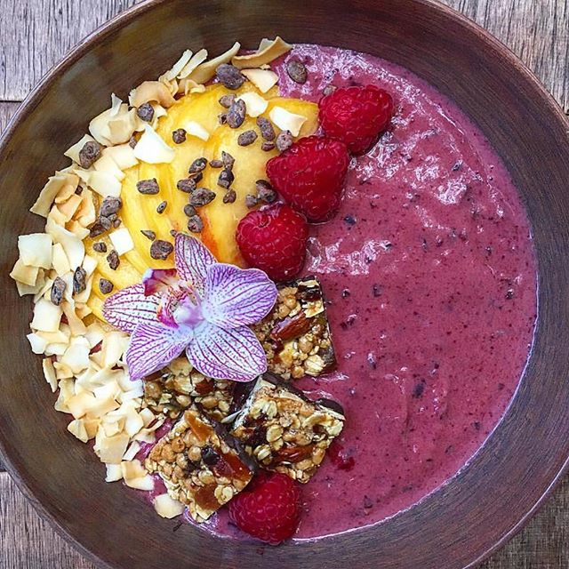 Now this is a goodnessknows smoothie bowl masterpiece. Emphasis on goodnessknows. #TryALittleGoodness 📷 @shetravelslife . . . #smoothiebowl #raspberries #yogurt #yum #peaches #almonds #cherries #darkchocolate #flowergarnish #goodness #youarewhatyoueat #bowlofgoodness #goodnessknows
