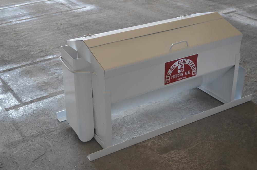 feed dispensers bar 6 rh bar6mfg com Apache Cake Feeders Cattle Cake Feeders for Trucks