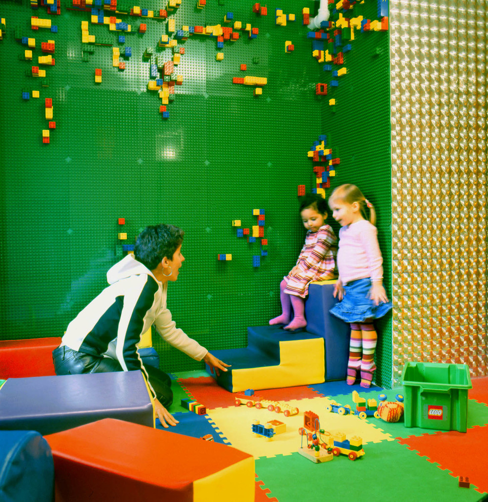 Cafe Boobah_girls with lego wall_Photo by Silke Mayer.jpg