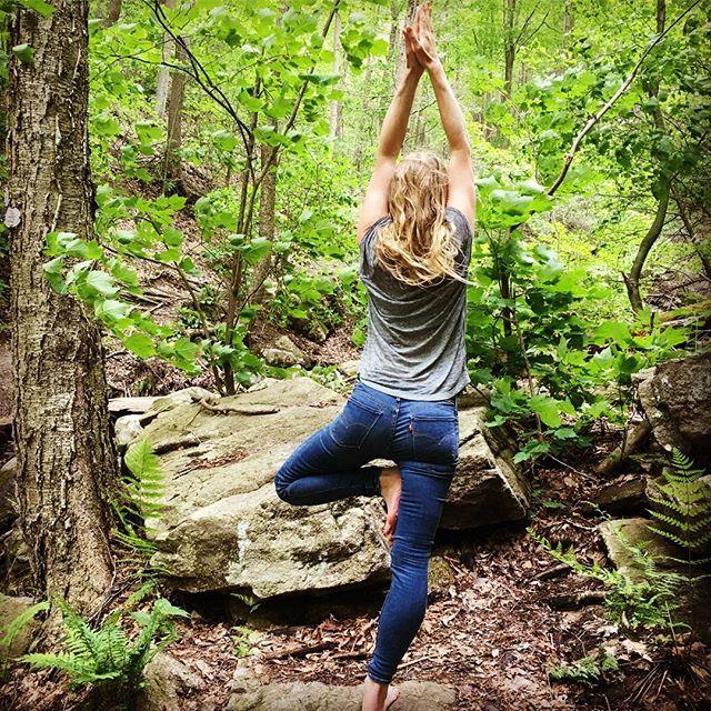 #treepose #nature #escapefromnewyork #yogaeverywhere #thankful #yogaeverydamnday #yogainlevis #practice