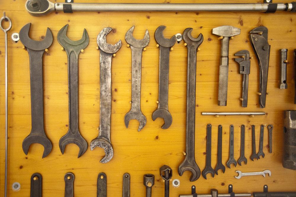 tools_MkWhe4qd.jpg