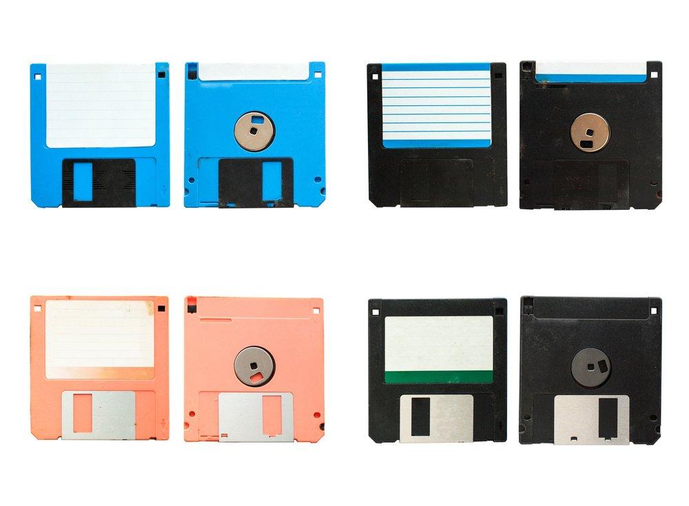 old-vintage-floppy-disc-a-4-style_Sv0ev0J_2Gg.jpg