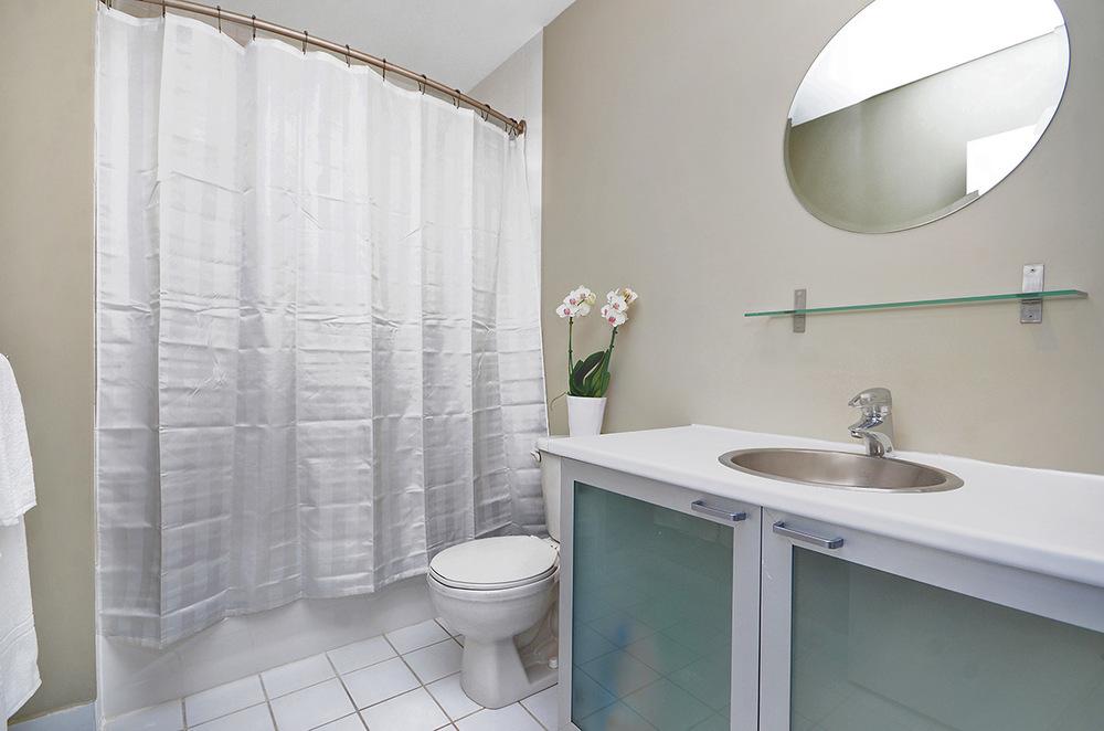 016bathroom.jpg