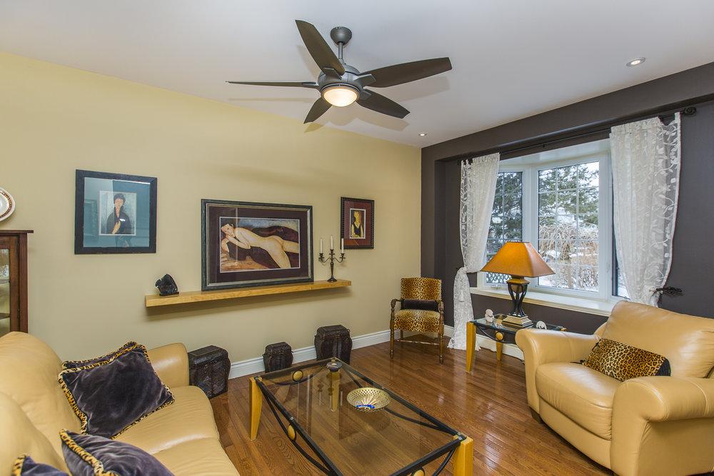10 living room.jpg