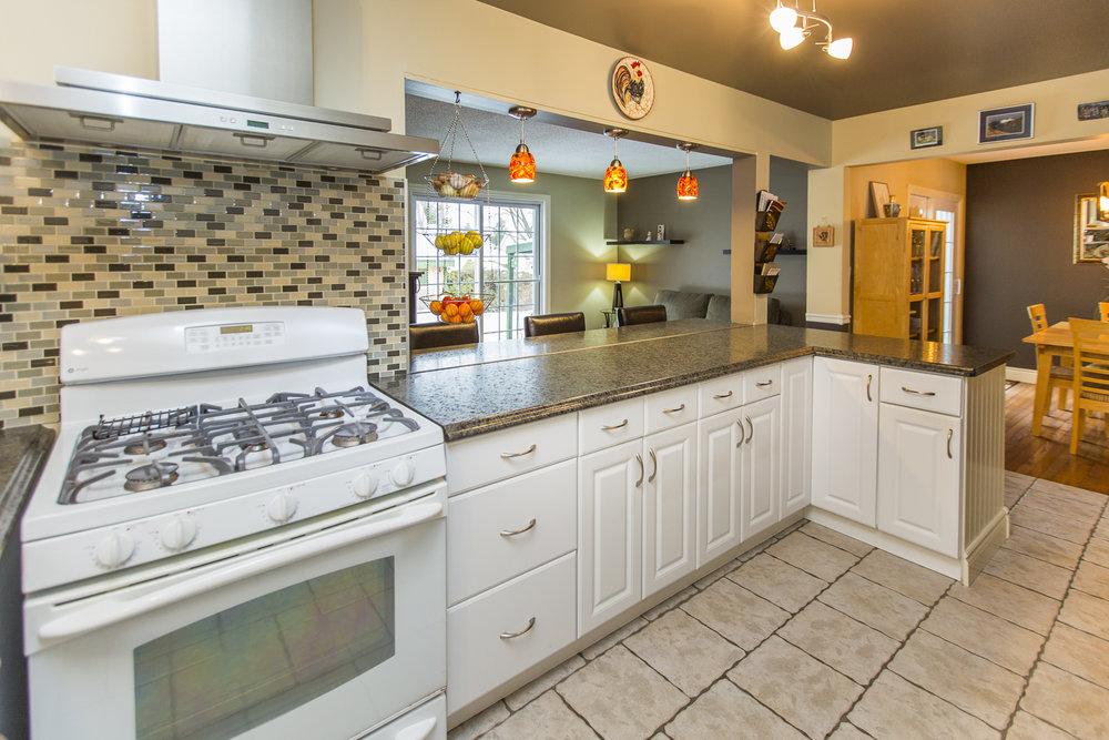 26 kitchen 3.jpg
