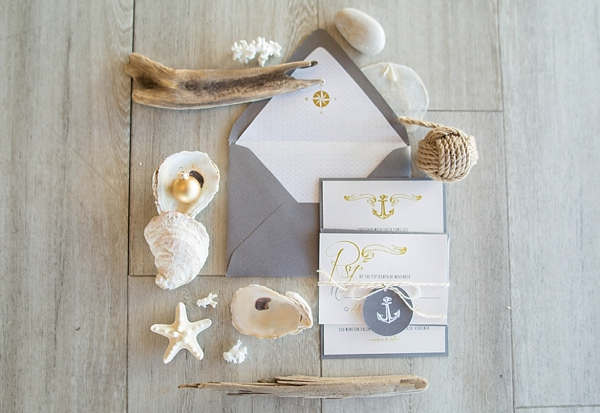 gold-and-glittery-nautical-christmas-wedding-inspiration-09