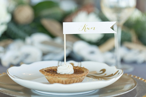 gold-and-glittery-nautical-christmas-wedding-inspiration-10