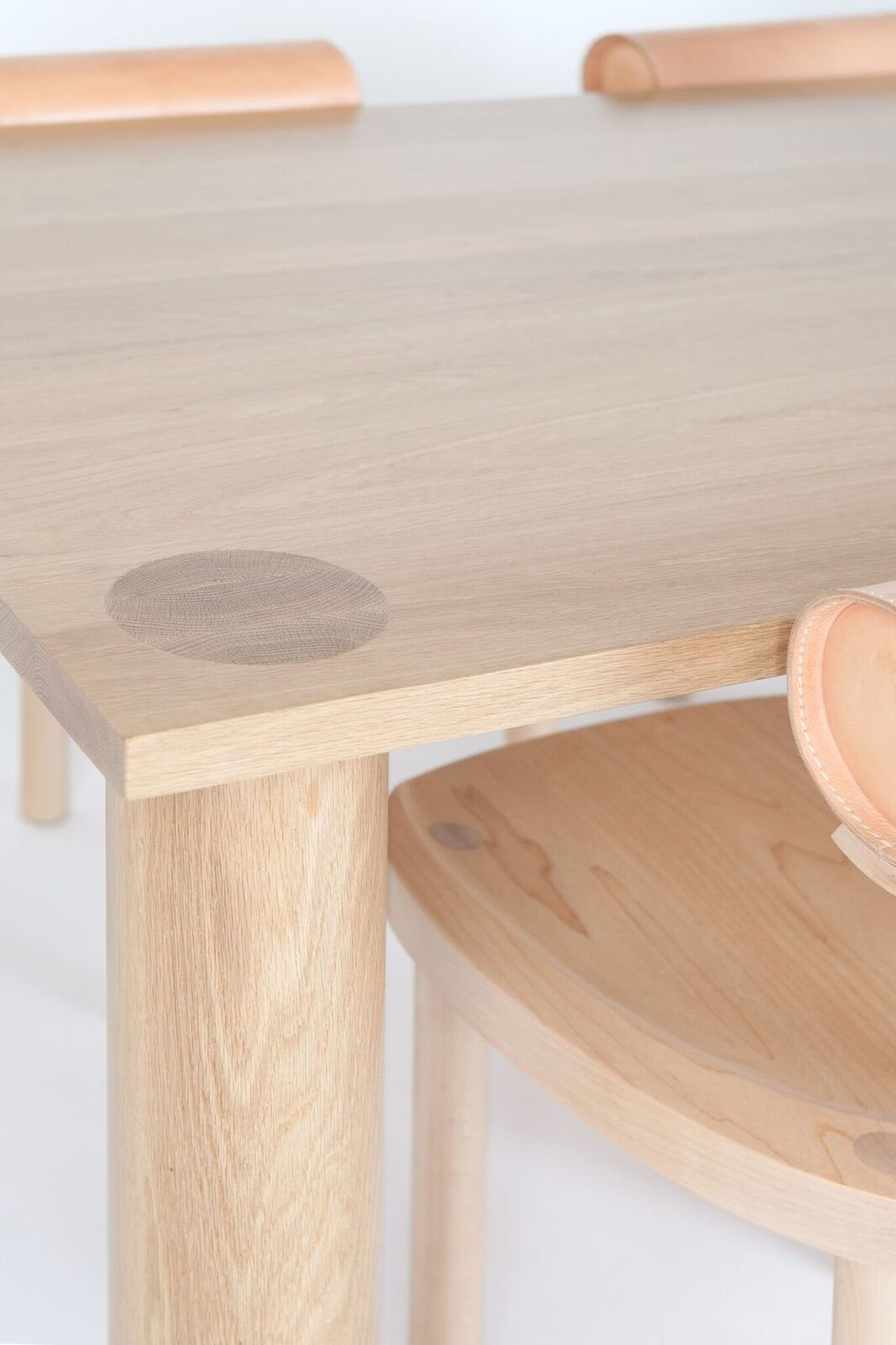 UNA_diningtable_detail_preview.jpg
