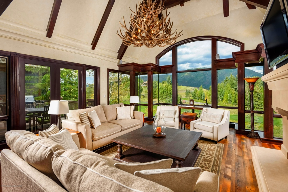A living room with pastoral views to Red Mountain and access to skiing at Buttermilk Tiehack or golf on the Maroon Creek Course.
