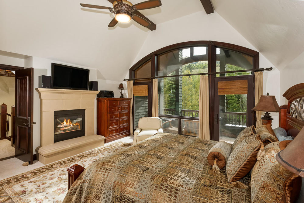 Exqisite Master Bedroom.