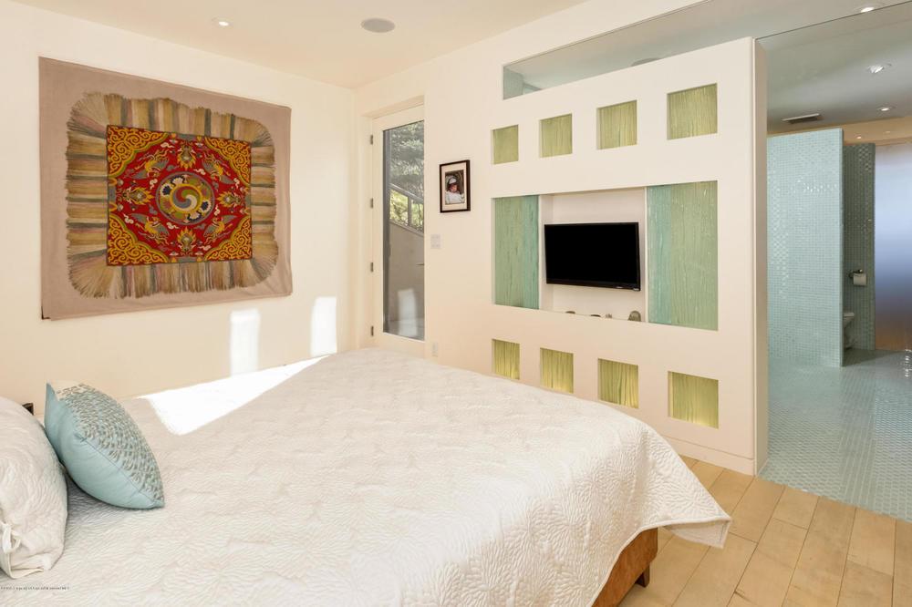 Modern guest room.