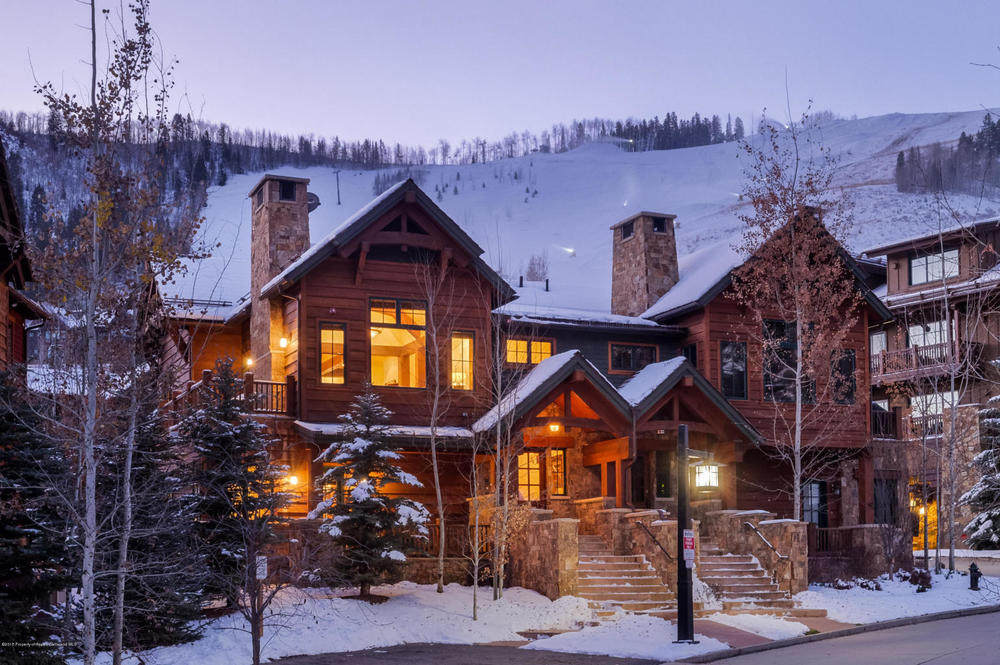Location at the base of Aspen Highlands - a minute from Lifts and Aspen Ski Life.