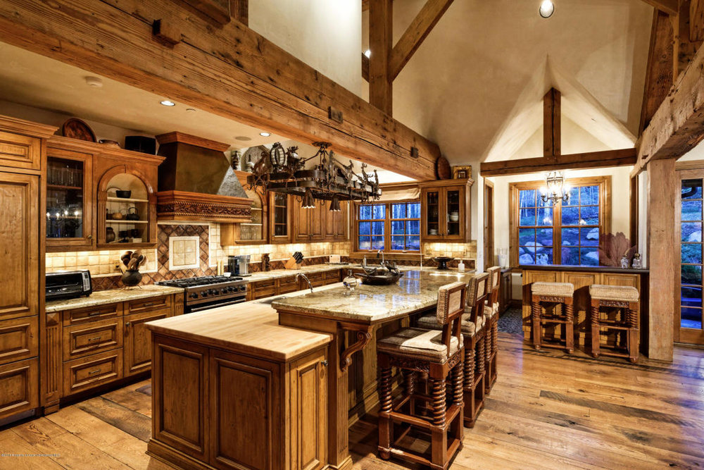 Large well appointed kitchen.