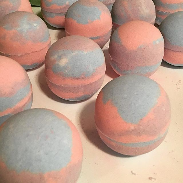 pretty little bath co. - bath bombs & soaps saturday