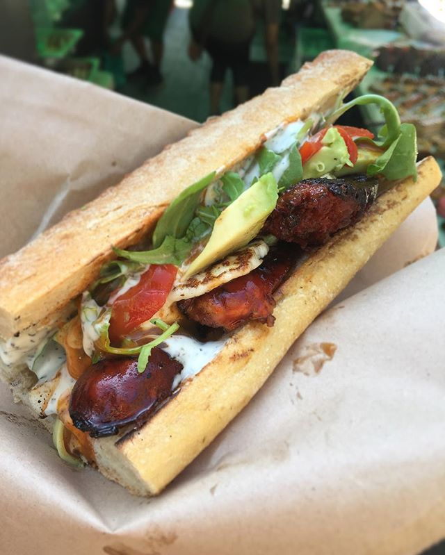 Strong and stable chorizo rolls on @vennstmarket until 4pm. This one comes with grilled halloumi, avocado, piquillo peppers, wild rocket, yoghurt, mint and peri peri dressing 👋 #chorizo #halloumi #streetfood #vennst #foodie #foodporn #food #getinmybelly #clapham #sandwich #omnomnom #nom #bnw