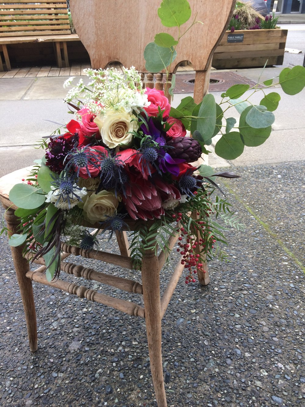 Gorgeous floral centerpieces, bouquets, boutonnieres, corsages and more for your wedding in New Westminster or Metro Vancouver